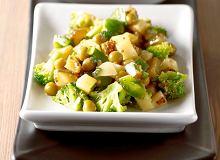 Sałatka ziemniaczana z brokułami i papryką - ugotuj