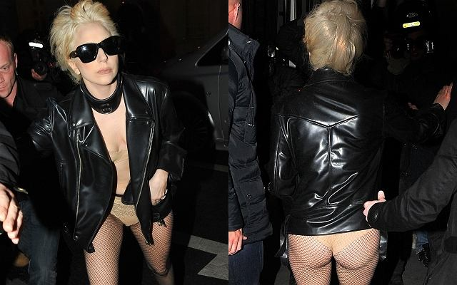 Lady Gaga w trakcie pobytu w Paryżu wzbudziła szok wśród fotoreporterów i przechodniów. Miała na sobie czarną skórzaną kurtkę, do tego czarne kabaretki, niebotycznie wysokie buty i... cielistą bieliznę. Wyglądało jakby była w samej tylko kurtce i rajstopach. Przechodnie oglądali się za nagą gwiazdą, a jej tylko o to chodziło.