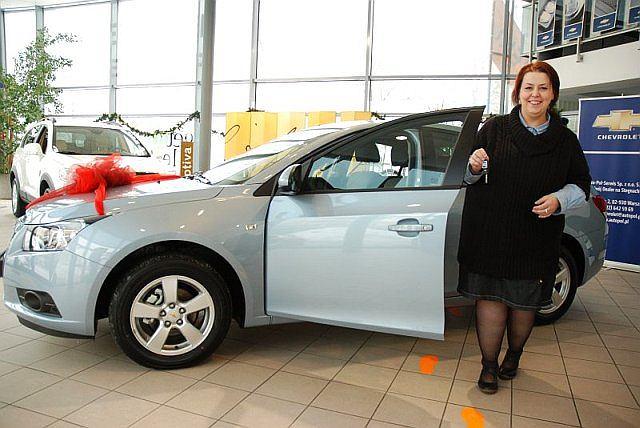Pani Monika Markowiak z kluczykami do swojego nowego auta
