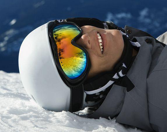 Rozsądny narciarz chroni szczególnie głowę i oczy