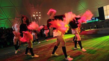 Zanim firmy TP i Orange zostały partnerami Euro 2012, w namiocie pod Pałacem Kultury popisywały się cheerleaderki i piłkarze żonglujący piłkami