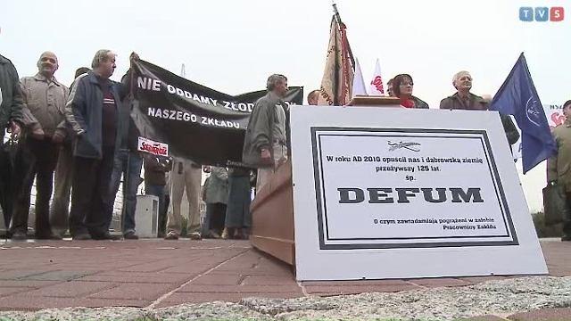 Pracownicy Ponar-Defum podczas protestu w 2010 roku