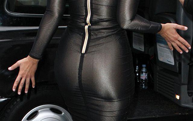 W Londynie odbył się Fashion London Week. Na pokazach pojawiły się osobistości i celebrytki. Wśród nich właścicielka tego pięknego tyłeczka.