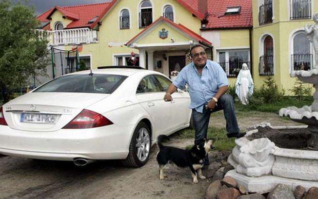 PHOTO: MICHAL NIWICZ /SE/EAST NEWS   CIECHOCINEK   DON VASYL I JEGO DOM W CIECHOCINKU DON VASYL ZNANY CYGANSKI ARTYSTA KIEROWNIK ZESPOLU MUZYCZNEGO I ORGANIZATOR FESTIWALU KULTURY ROMSKIEJ ROM CYGAN   25/08/2010