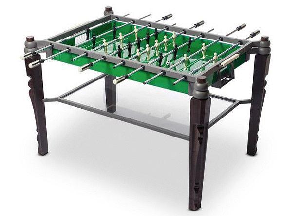 Stół do piłkarzyków - może służyć jako zwykły stolik - wystarczy zdjąć metalową ramę, a boisko przykryć szklanym blatem.