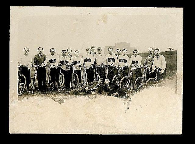 Zawodnicy sekcji kolarskiej Hakoah