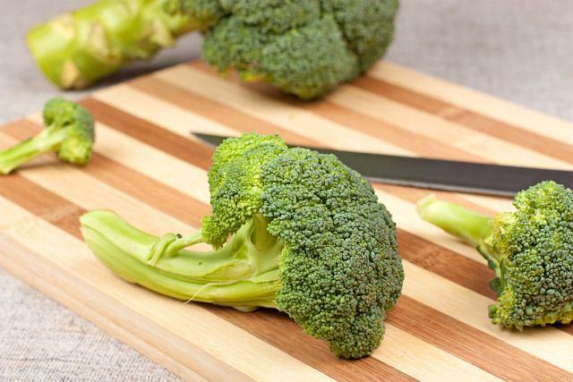 Brokuły zawierają sporo łatwego do przyswojenia wapnia