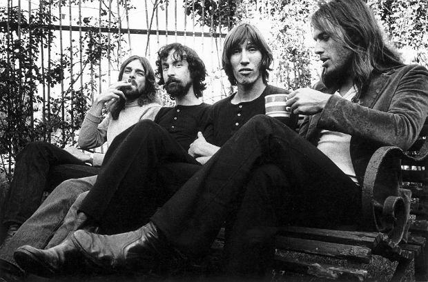 Pink Floyd (Roger Waters drugi z prawej)