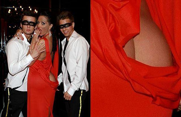 Angelina dała swój pierwszy koncert w First Club&Restaurant w Warszawie. Wystąpiła w eleganckiej sukni, która tylko z przodu wyglądała na 'grzeczną', bo kiedy się odwróciła, widać było gołą. pupę.