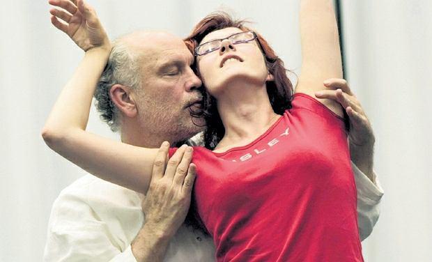 Johna Malkovicha ściągnie do Warszawy firma PwC. Na zdjęciu z Aleksandrą Zamoyską, solistką w spektaklu 'The Internal Comedy'