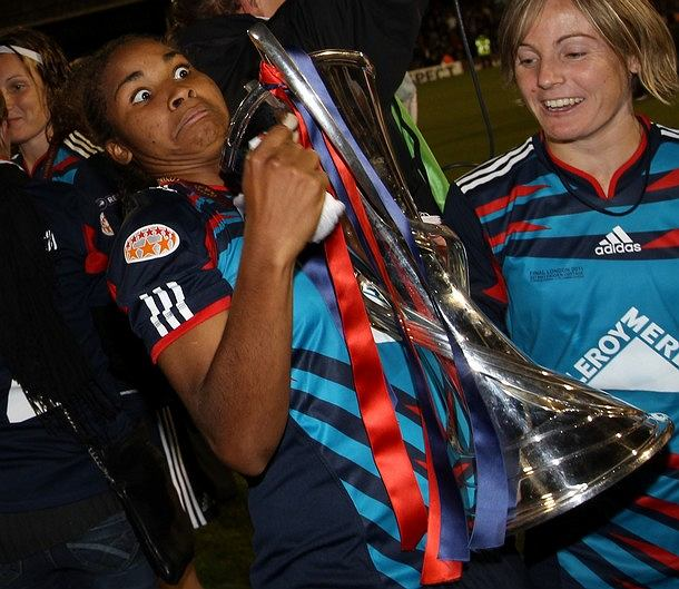 Lyon's players celebrate with the trophy after beating Turbine Potsdam at the end of their Women's Champions League final soccer match at Craven Cottage, London, Thursday, May 26, 2011. (AP Photo/Sang Tan)