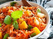Surówka z marchewki, jabłka i ananasa - ugotuj
