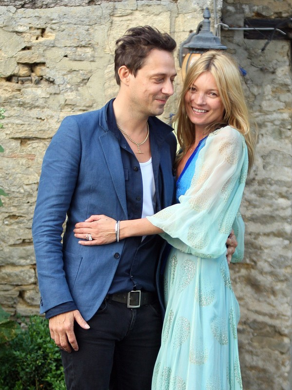 Kate Moss and Jamie Hince arriving at The Swan pub after rehearsals for their wedding, Cotswolds, UK.  Pictured: Kate Moss and Jamie Hince