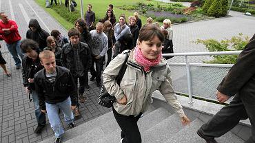 Kielce. Rodzice i maturzyści protestują przeciwko unieważnieniu matury z chemii w liceach w Ostrowcu Świętokrzyskim
