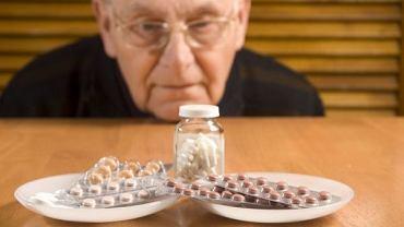 Samodzielne przyjmowanie leków bywa kłopotliwe