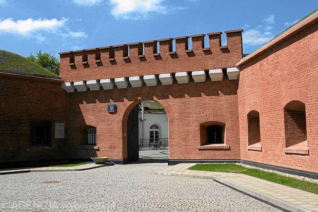 Fort Sokolnickiego na tyłach parku Żeromskiego