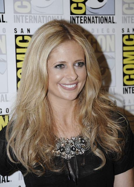 """Actress Sarah Michelle Gellar poses for photos during an event for the TV show """"The Ringer"""" at  Comic-Con International 2011 convention held in San Diego Thursday, July 21, 2011. The annual comic book and popular arts convention attracts over 100,000 people and runs through Sunday.  (AP Photo/Denis Poroy)"""