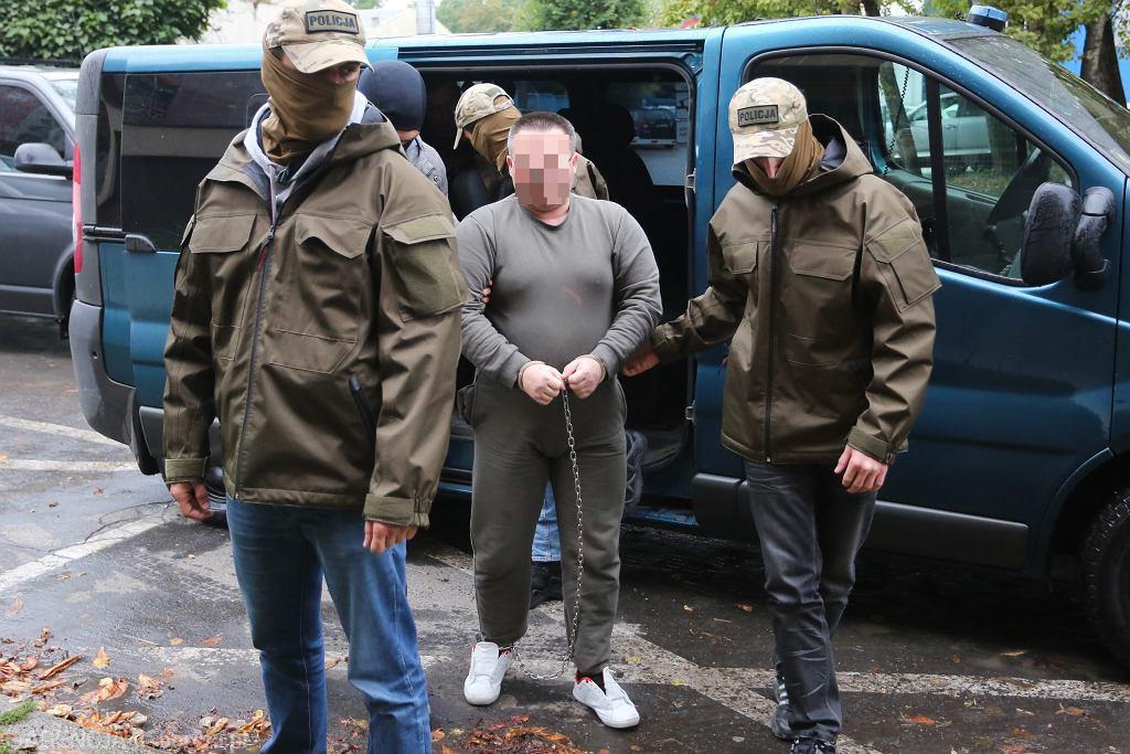 Doprowadzenie Roberta J. do krakowskiej prokuratury. Jest oskarżony o zamordowanie 23-letniej studentki