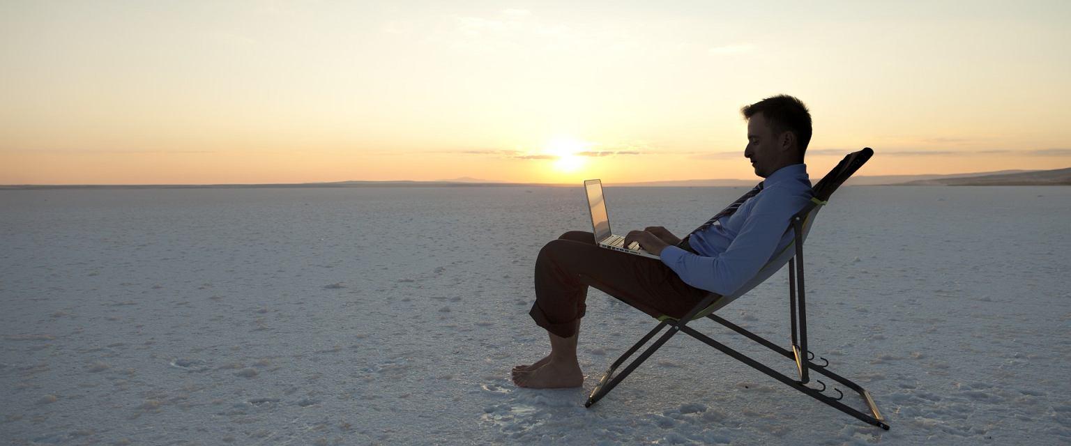Nie zawsze to organizacja wywiera presję na pracownika. Czasem jest odwrotnie (Shutterstock.com)