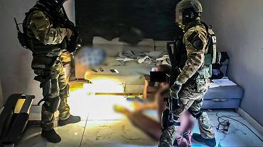Policjanci CBŚ rozbili trzy fabryki produkujące narkotyki