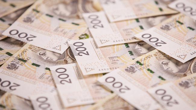 Średni kurs walut NBP - 19.08. Złoty jest coraz słabszy [kurs dolara, funta, euro, franka]