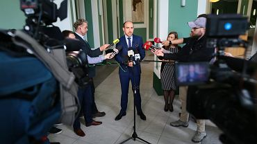 Poseł Borys Budka podczas nieformalnego spotkanie członków Krajowej Rady Sądownictwa z nowymi sędziami, 4 kwietnia 2018.