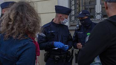 Policja: ponad 200 mandatów i 1,5 tys. wniosków do sądu po demonstracjach koronasceptyków