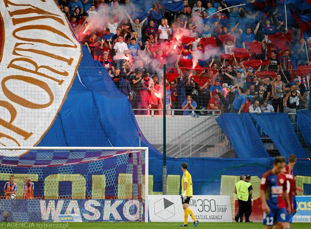 Kibice Piasta Gliwice podczas ligowego meczu