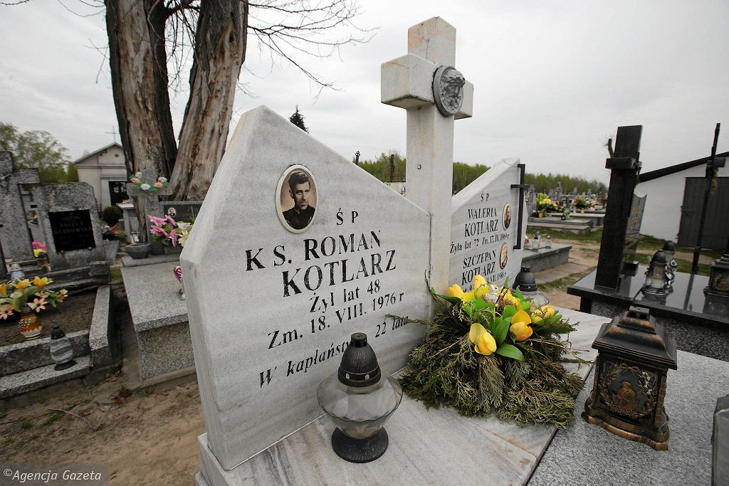 Koniemłoty, grób ks. Romana Kotlarza