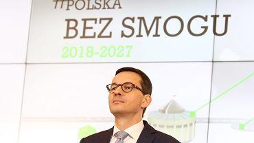 Premier Mateusz Morawiecki podczas konferencji prasowej o walce ze smogiem.