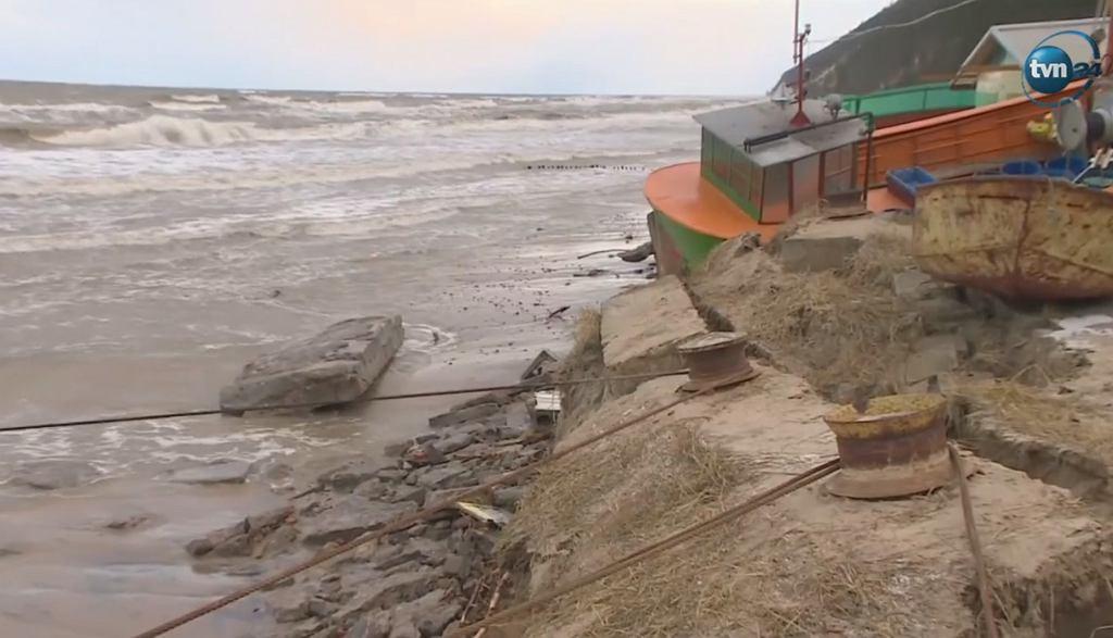 Sztorm spustoszył plaże