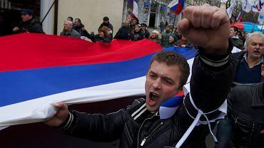 Mieszkańcy Symferopola cieszą się z decyzji Władimira Putina o wysłaniu wojsk na Krym