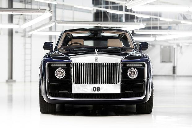 Rolls Royce Sweptail, cena: 13 mln dolarów Bardziej cenimy to, czego jest mniej. Dlatego marki premium co rusz wprowadzają limitowane edycje. Im krótsza seria aut, tym szybciej znajdują nabywców, czasami w kilka dni. Najdroższe są te, które powstają w jednostkowych egzemplarzach, jak Rolls-Royce Sweptail