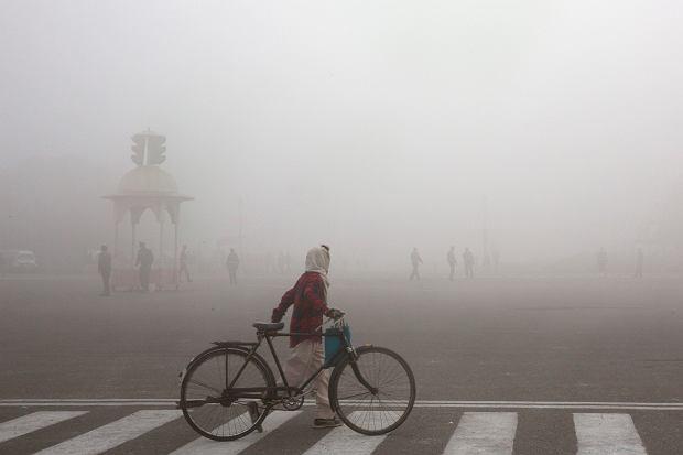 Unijna kasa na smog wisi na włosku. Polexit to utracone miliardy euro. Wiele miliardów