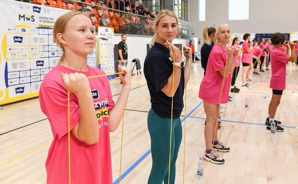 Zdjęcie numer 4 w galerii - Anna Puławska zachęca dziewczęta do zajęć z wychowania fizycznego.