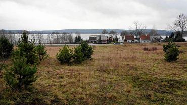 Tereny przy ul. Bałtyckiej niedaleko Jeziora Ukiel w olsztyńskim Gutkowie, które miasto planuje sprzedać pod budownictwo wielorodzinne.