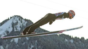 Turniej Czterech Skoczni. Dawid Kubacki nad skocznią w Oberstdorfie