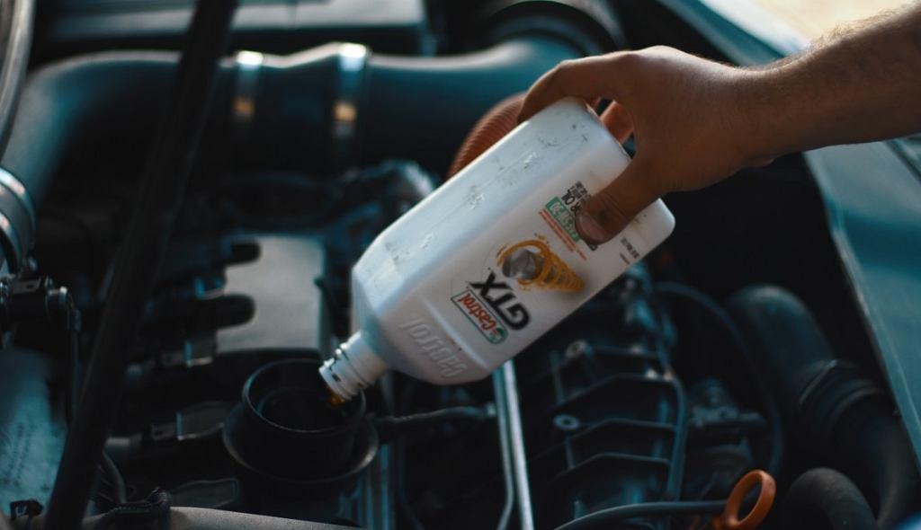 Kary za wymianę oleju na podwórku