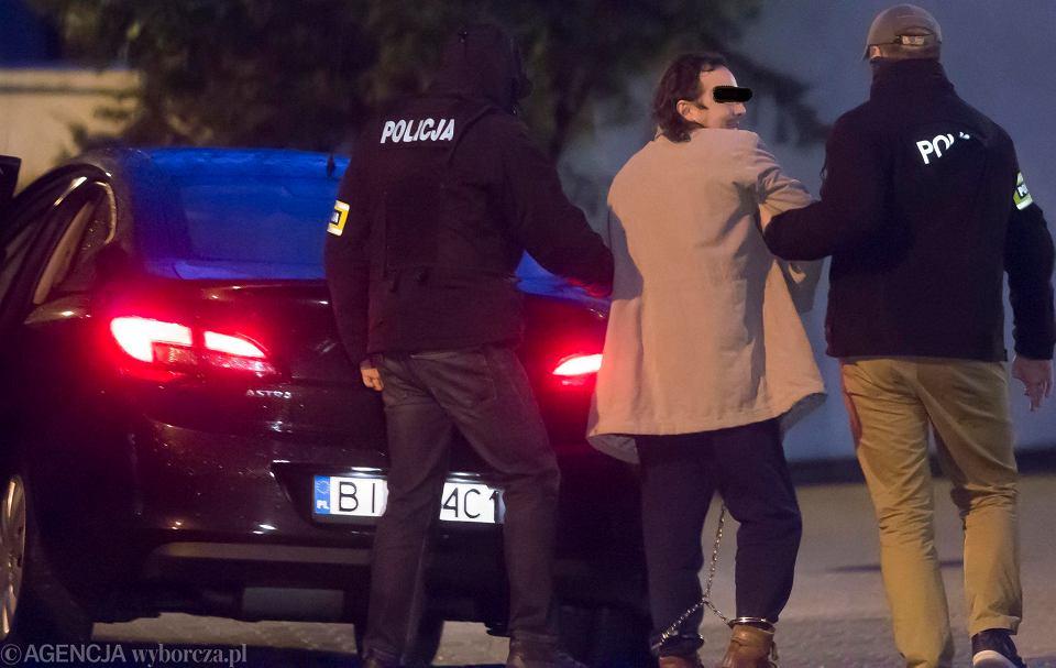 Porwanie w Białymstoku. Doprowadzenie do prokuratury 36-letniego Cezarego R., ojca porwanej