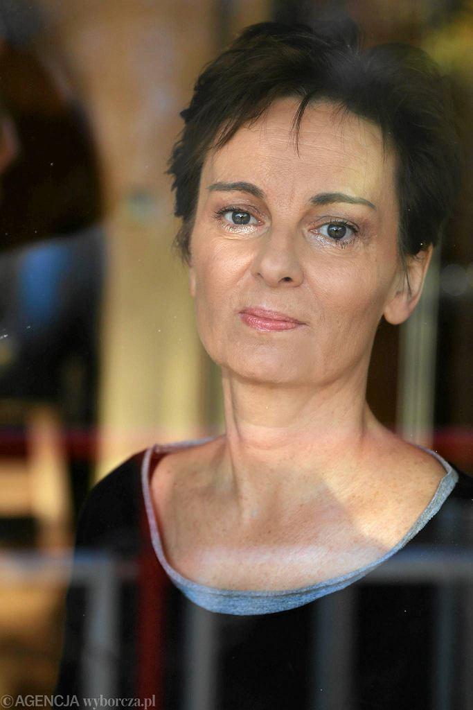 / Pisarka Inga Iwasiow w swoim domu . Fot. Cezary Aszkielowicz / Agencja Gazeta