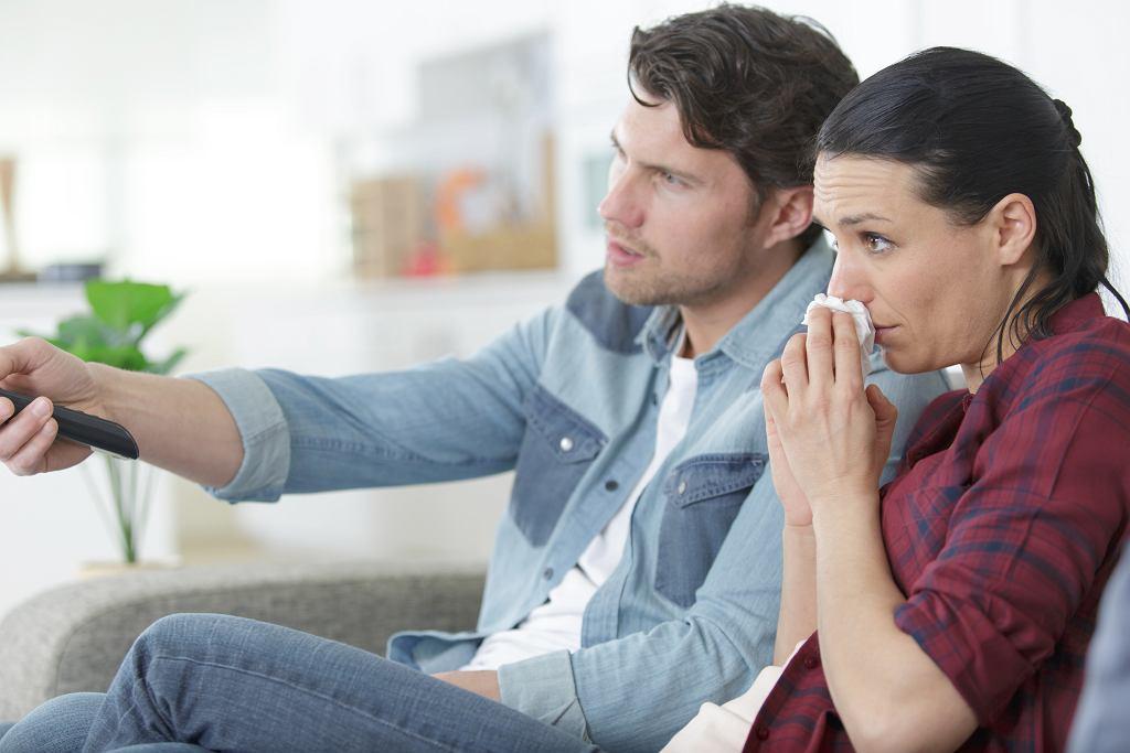 Filmy o związkach niekiedy bywają bardzo wzruszające. Zdjęcie ilustracyjne, ALPA PROD/shutterstock.com