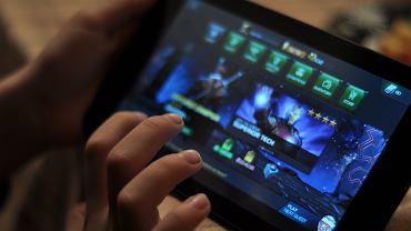 Granie w gry mobilne