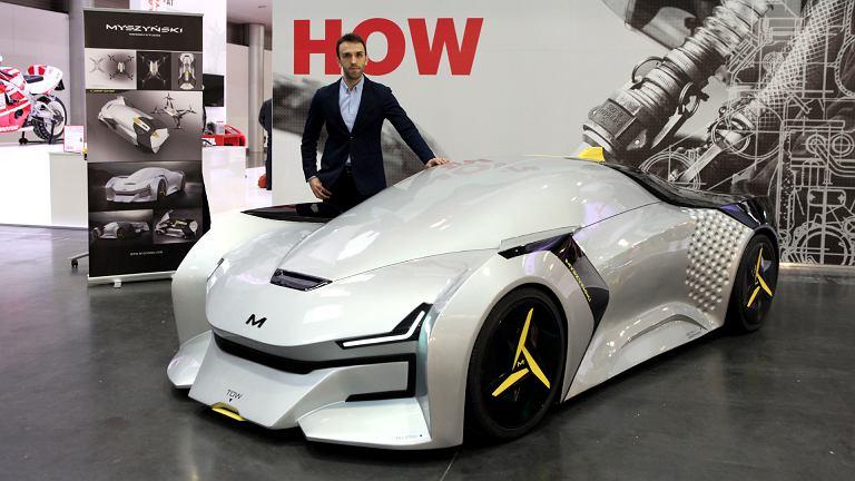Łukasz Myszyński i jego 'dziecko' na targach Poznań Motor Show