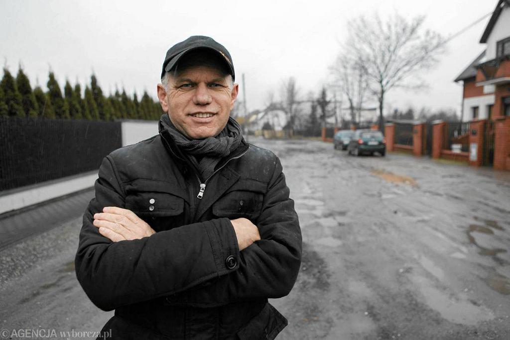 Jacek Gordon, główny organizator zbiórki i pomysłodawca utwardzenia drogi