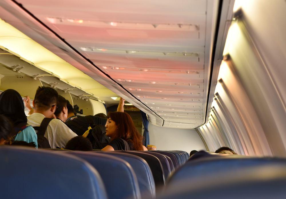 Pasażerka samolotu pomyliła wyjście ewakuacyjne z toaletą. Ewakuowano wszystkich podróżujących