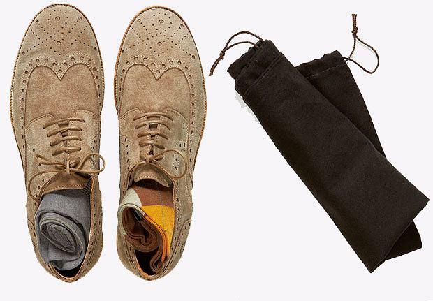 Akademia stylu: jak spakować walizkę, akademia stylu, moda męska, Buty z kolekcji Fly London, zamsz, cena: 429 zł, Skarpety: gładkie z kolekcji COS, cena:  35 zł; w kratkę: z kolekcji Strellson, cena: 59 zł
