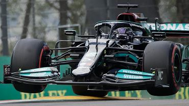 Hamilton zdobył pole position. Sensacyjny występ Sergio Pereza w kwalifikacjach
