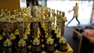 Oscary 2021. Figurki w sklepie z prezentami na Hollywood Blvd.