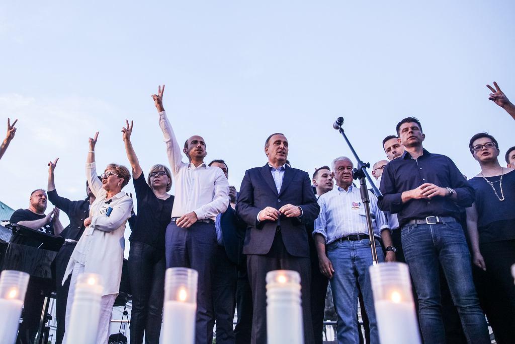 20.07.2017 Warszawa. Przedstawiciele opozycji podczas protestu przeciw zmianom w sądownictwie.