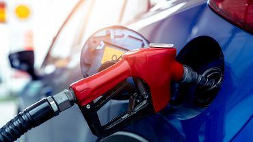 Kalkulator zużycia paliwa to narzędzie, dzieki któremu przeliczycie jednostki zużycia paliwa używane w Wielkiej Brytanii, czy USA (mpg) na stosowane w Europie kontynentalnej l/100 km